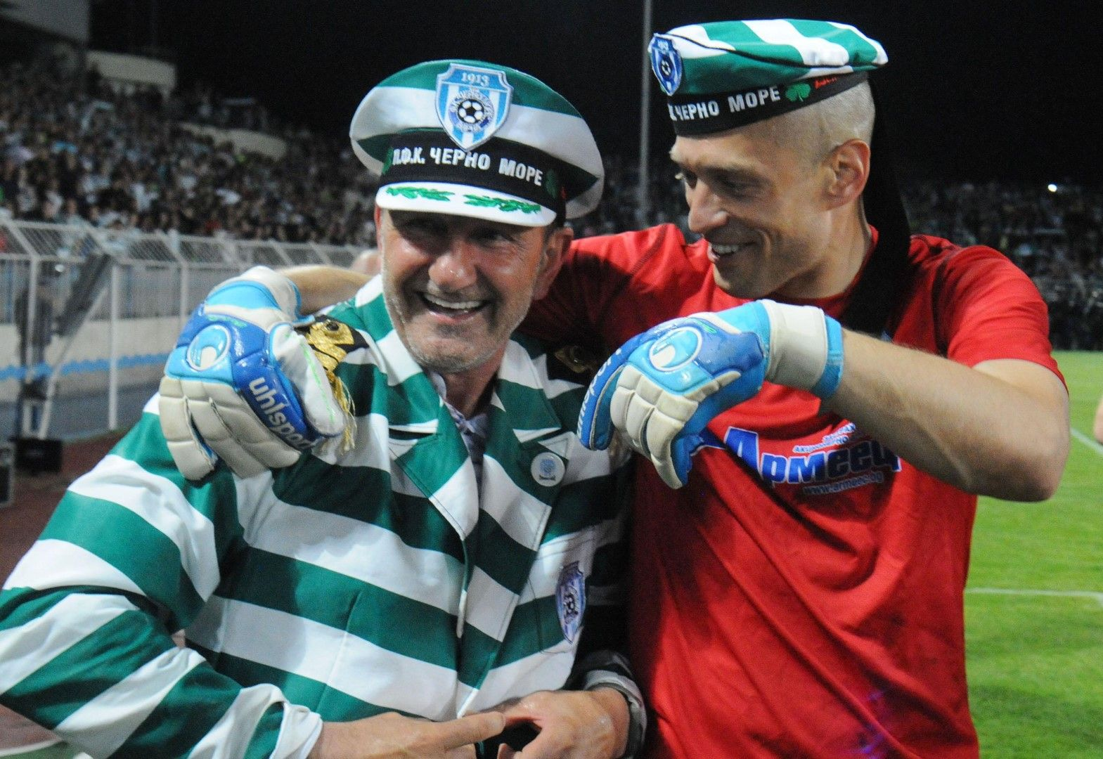 2015 г., Черно море - Левски 2:1 с продължения. Адмирал Никола Спасов - треньорът на победителите се преоблече за минути преди награждаването