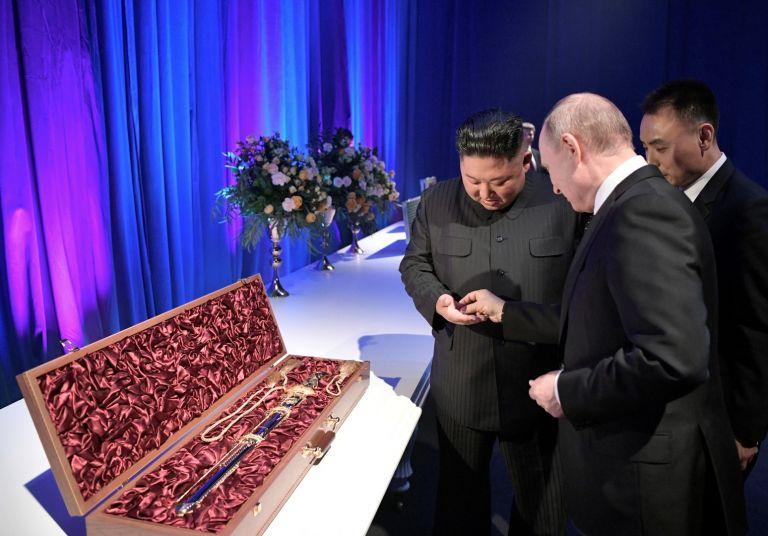 Ким подари на Путин корейски меч