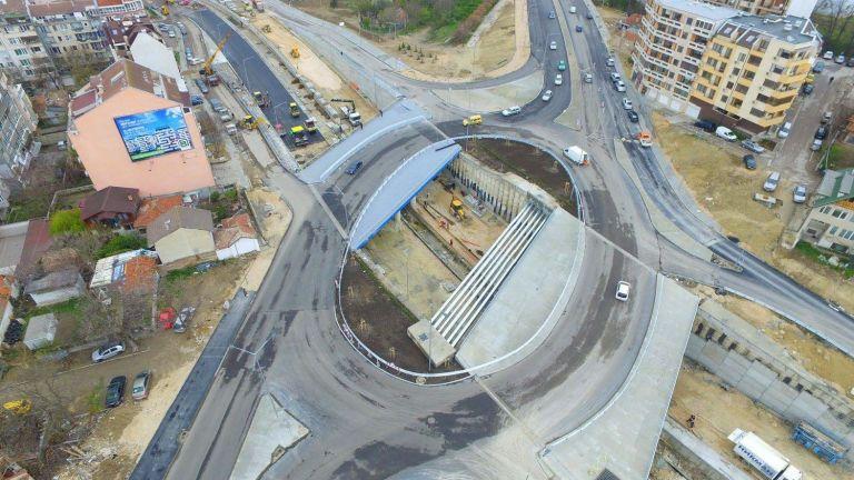 Премиерът за кръговото във Варна: Ако не е кръг, а е елипса, няма да могат да карат ли?