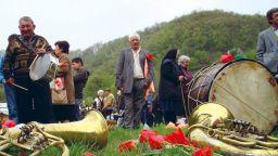 Уникална великденска традиция се спазва строго от векове в Сланотрън