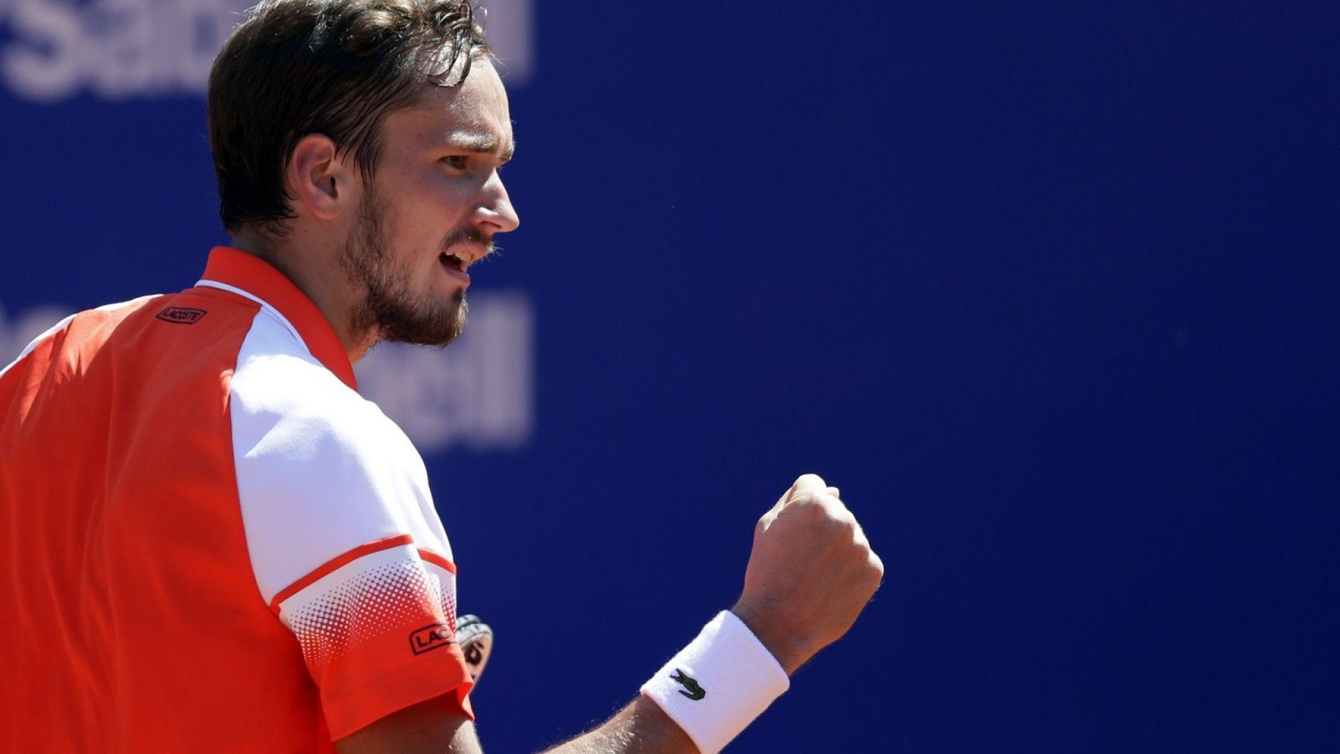 Медведев ще играе за първа титла на червено