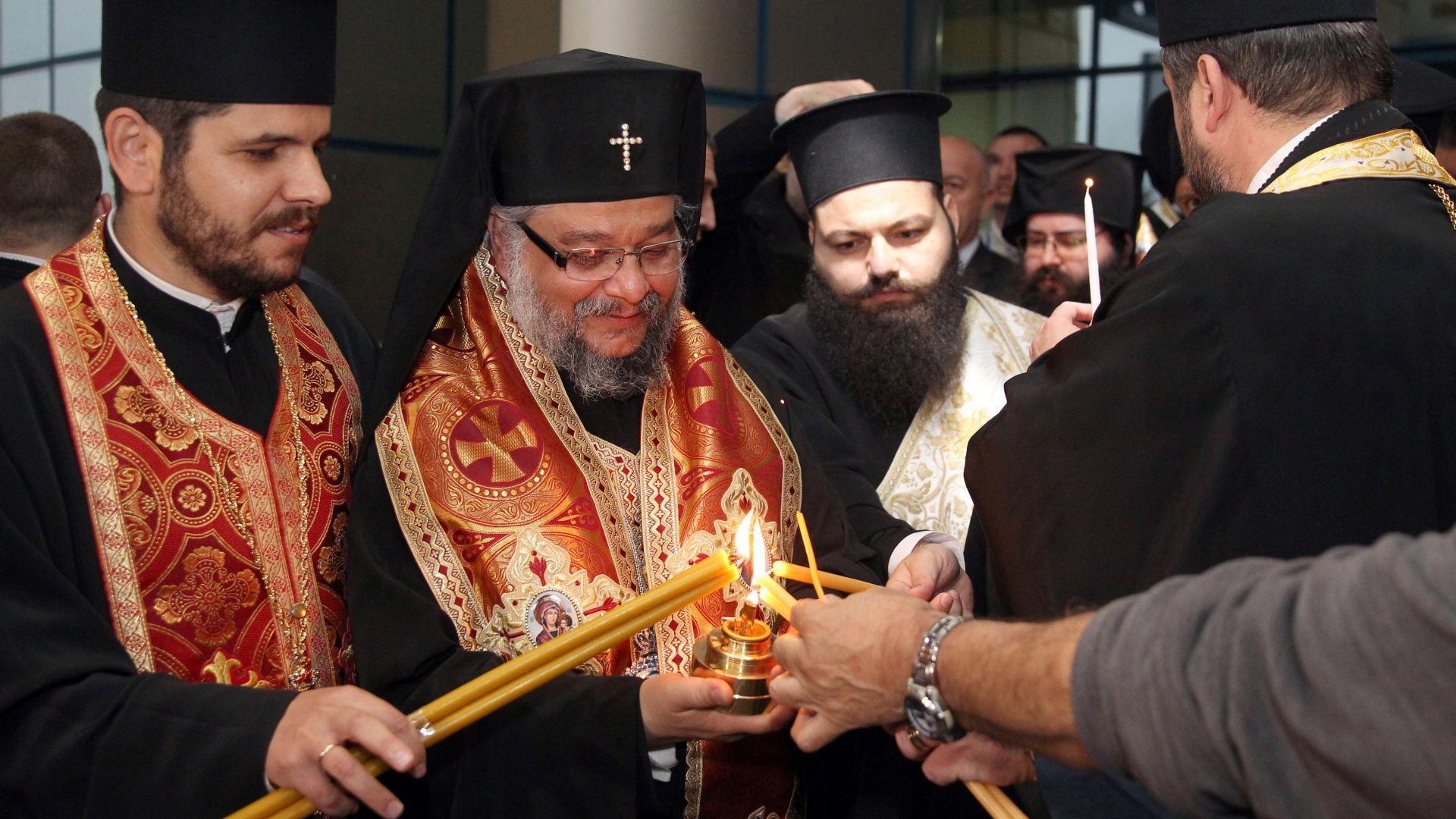 Благодатният огън пристигна в Синодалната палата