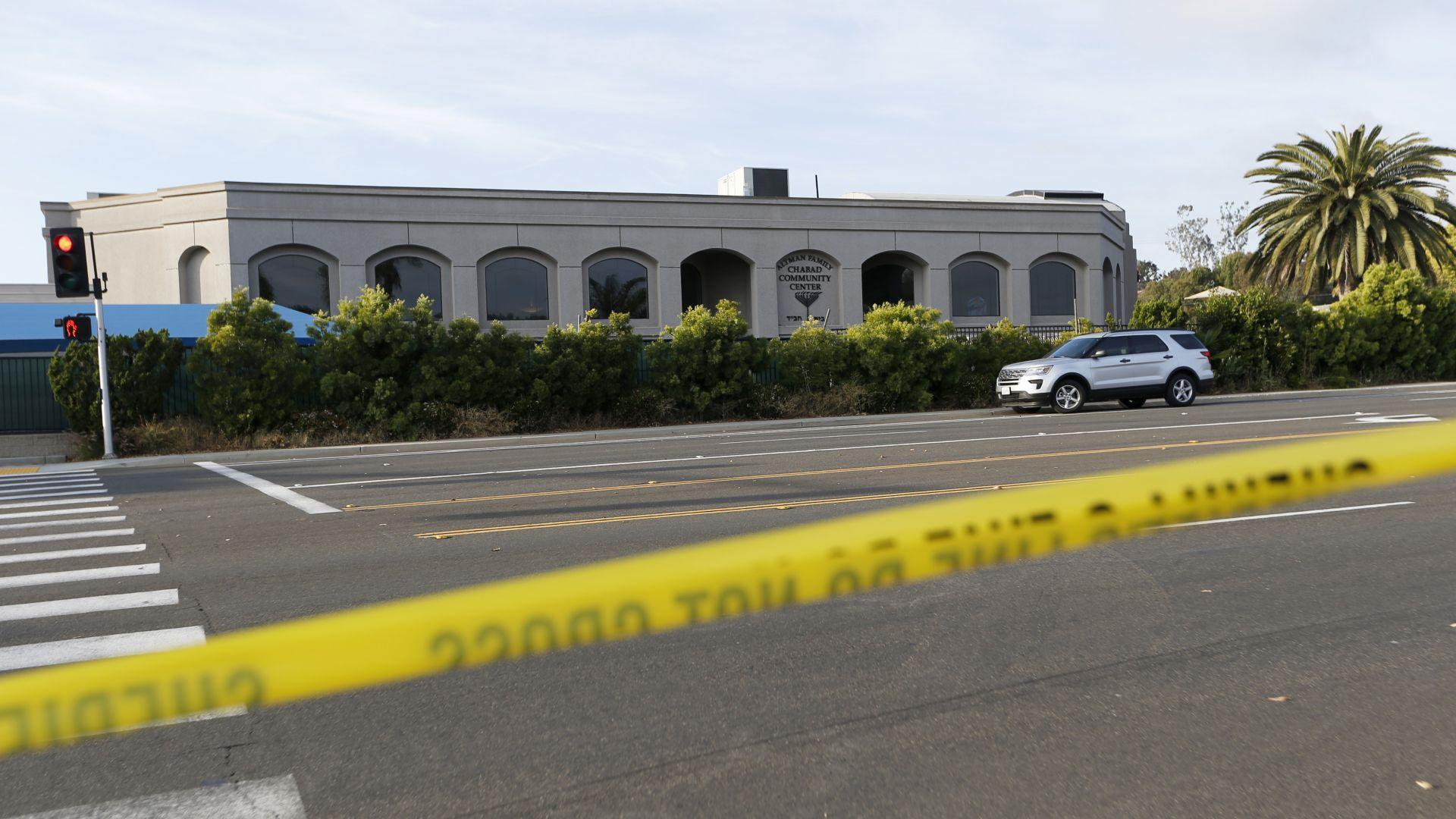 Почитател на стрелеца от Крайстчърч уби един и рани трима в синагога в Калифорния