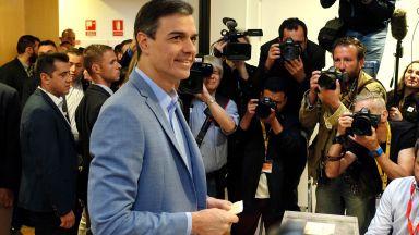 Първи данни: Социалистите водят на изборите в Испания, но нямат мнозинство