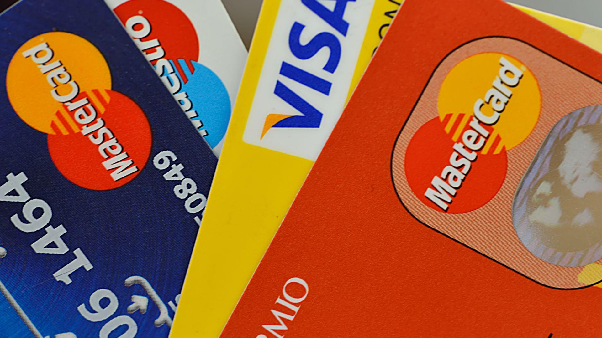 Виза и Мастъркард намаляват разходите за плащания с карти в Европа