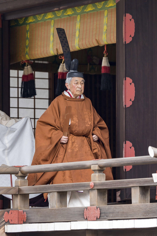 Император Акихито извърши тази сутрин в шинтоистки храм ритуалите, свързани с абдикацията си