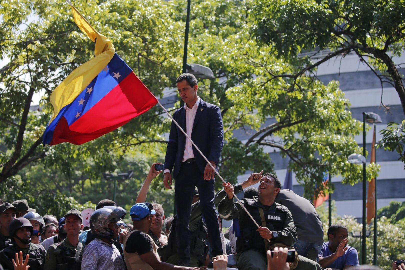 Хуан Гуаидо сред свои поддръжници в Каракас, 30 април 2019 г.
