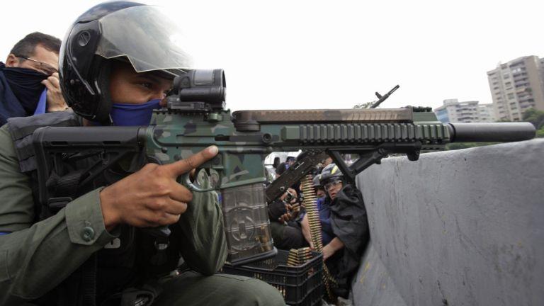 """Осуетихме """"незначителен"""" опит за преврат, заяви военният министър на Венецуела"""