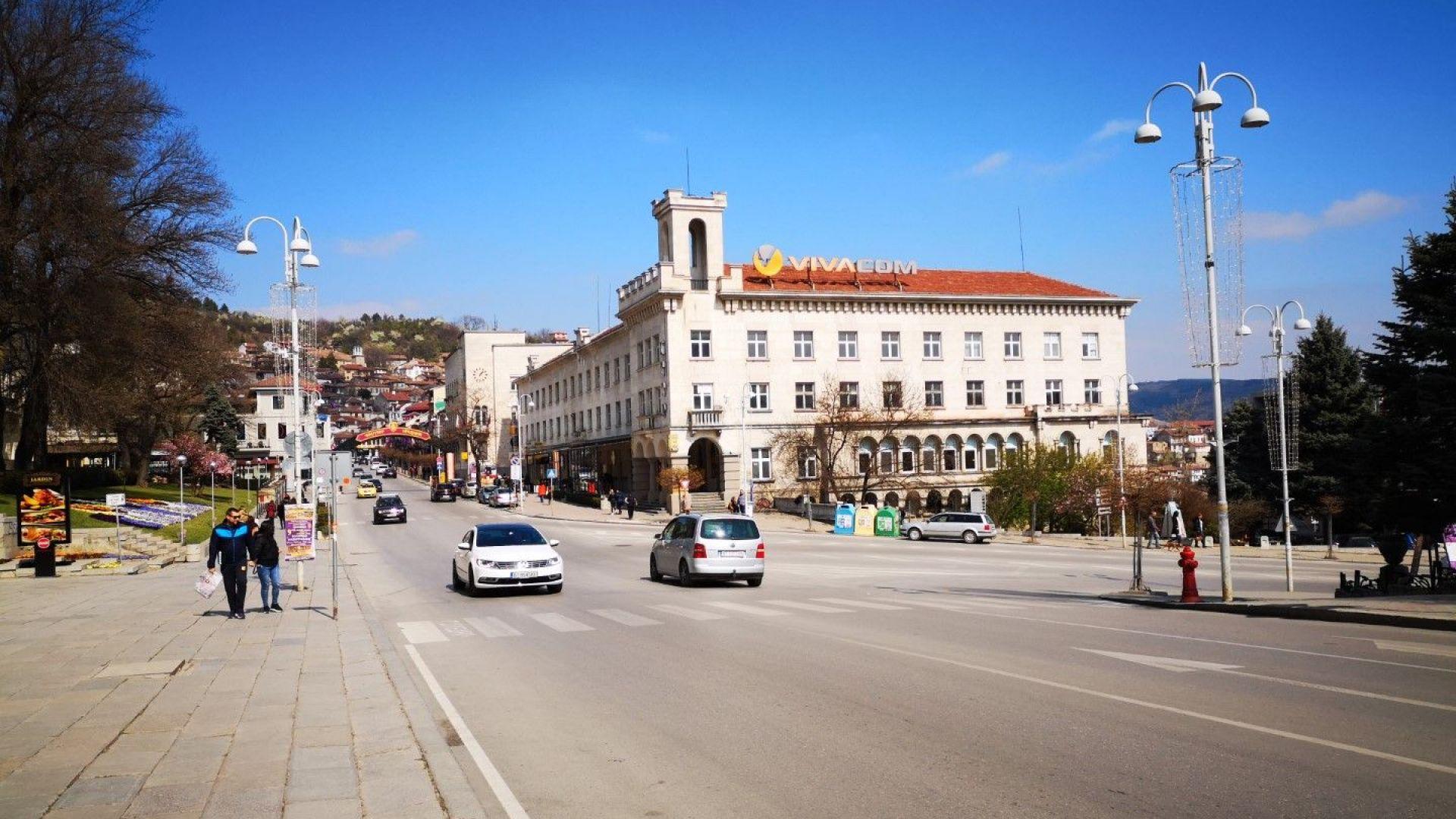 В близост до театъра и основния път се намира и парк Марно моле, в което през лятото може да се охладите на фонтаните.