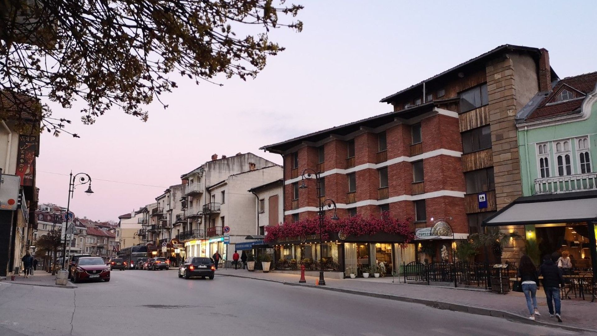"""Ресторант """"Щастливеца"""" се намира близо до Самоводската чаршия и Стария град."""