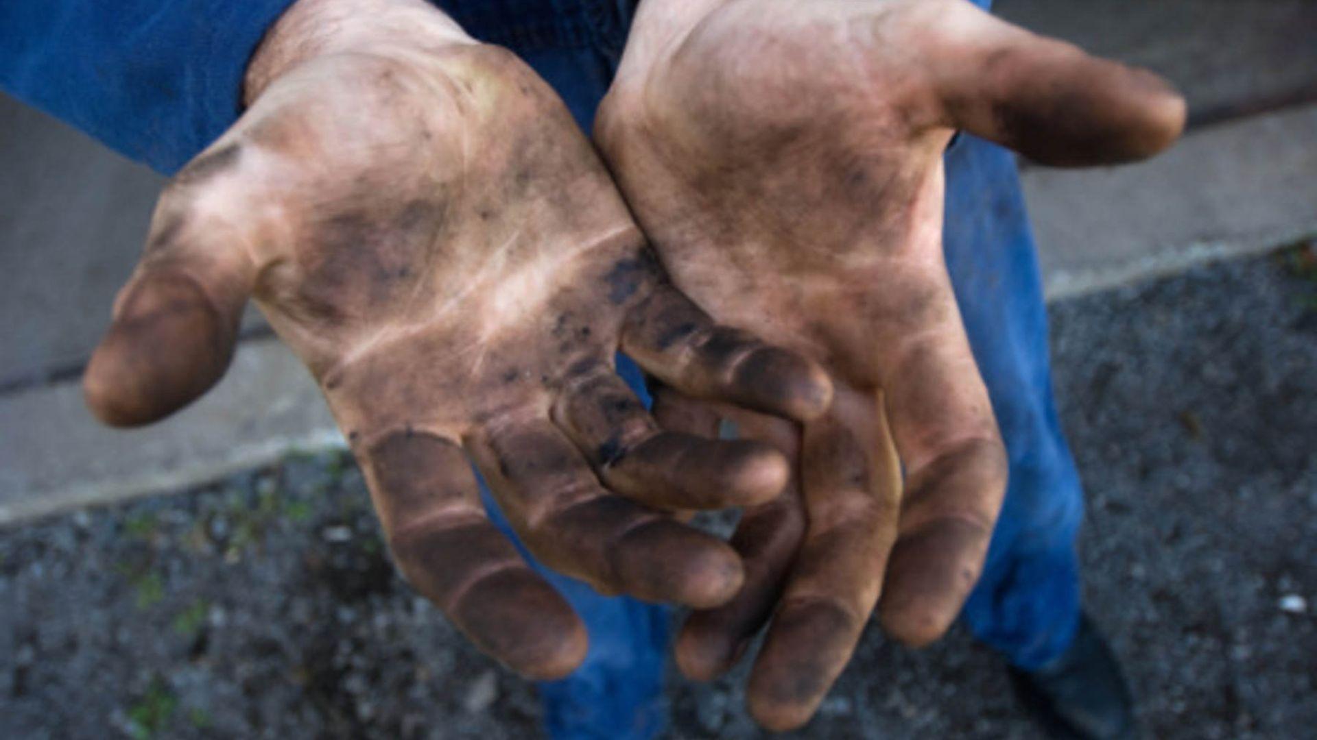 Около 10 процента или един от всеки 10 българи работи