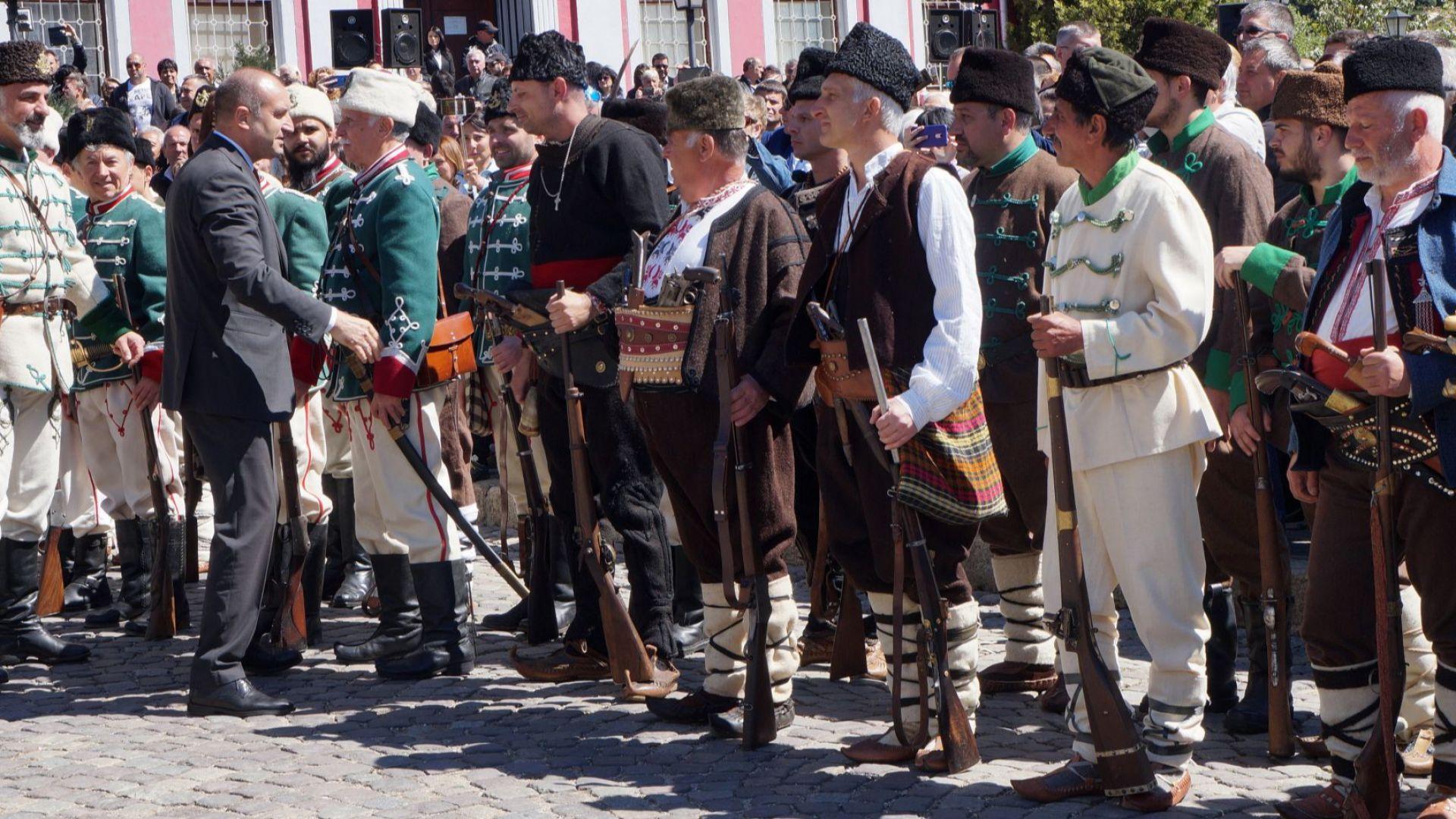 Да си спомним за кървавия и героичен български април (снимки)