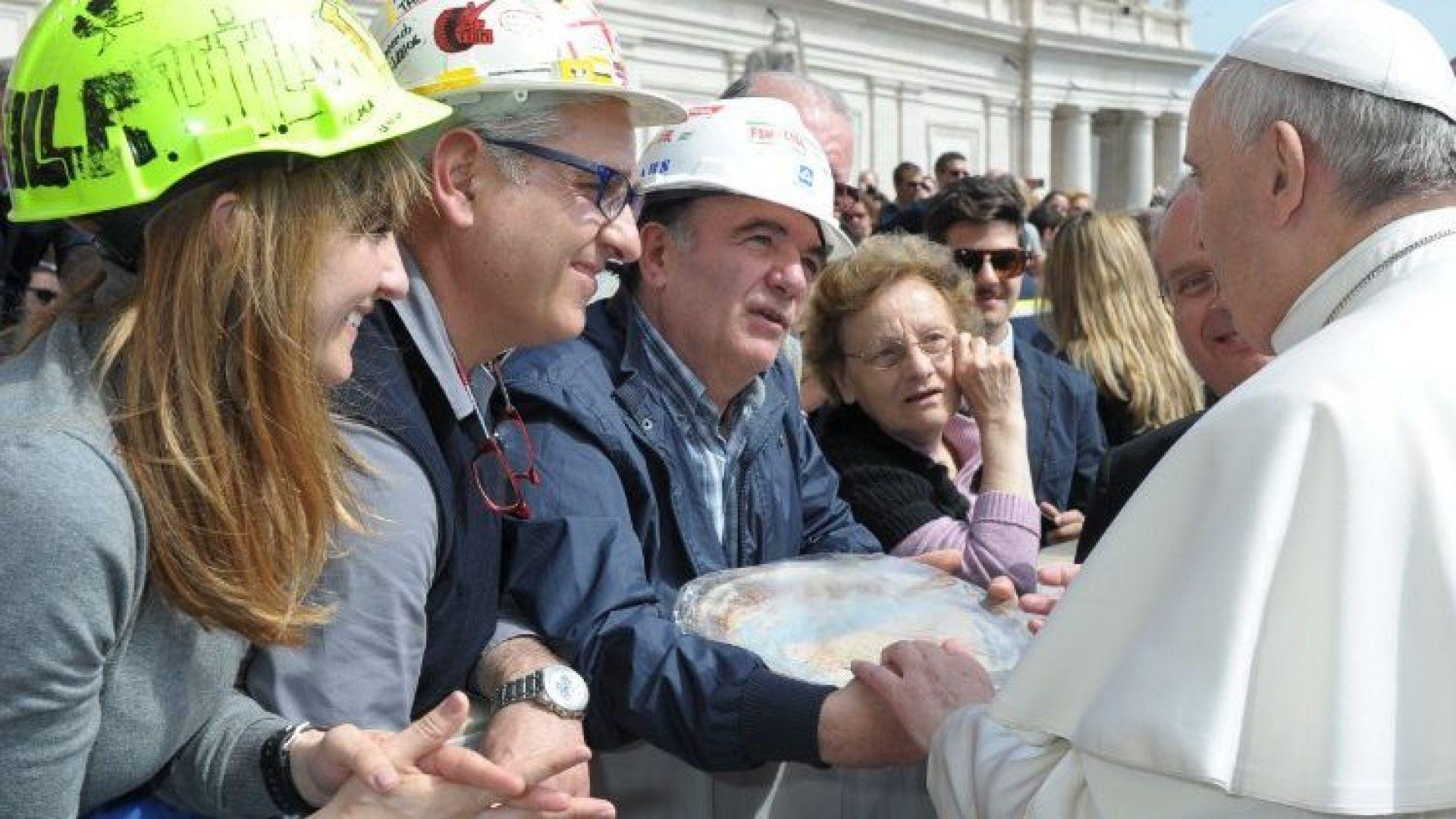 Папата призова да се молим за всички безработни