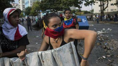 Двама убити при протестите в Каракас, Мадуро се закани да накаже предателите