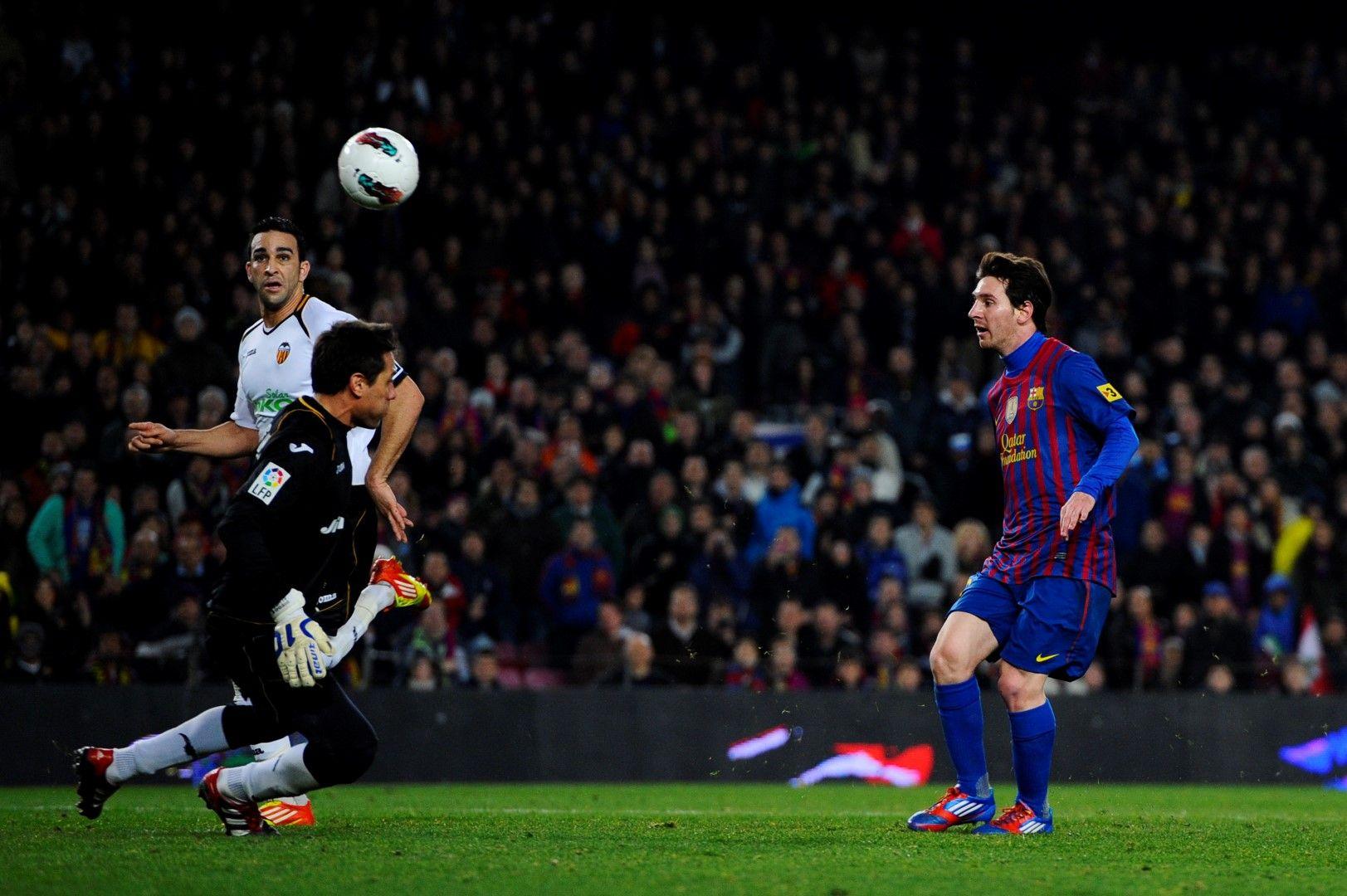 19 февруари 2012 г., Барселона - Валенсия 5:1. Меси нанизва четири гола във вратата на гостите, като сред тях е и попадение №200.