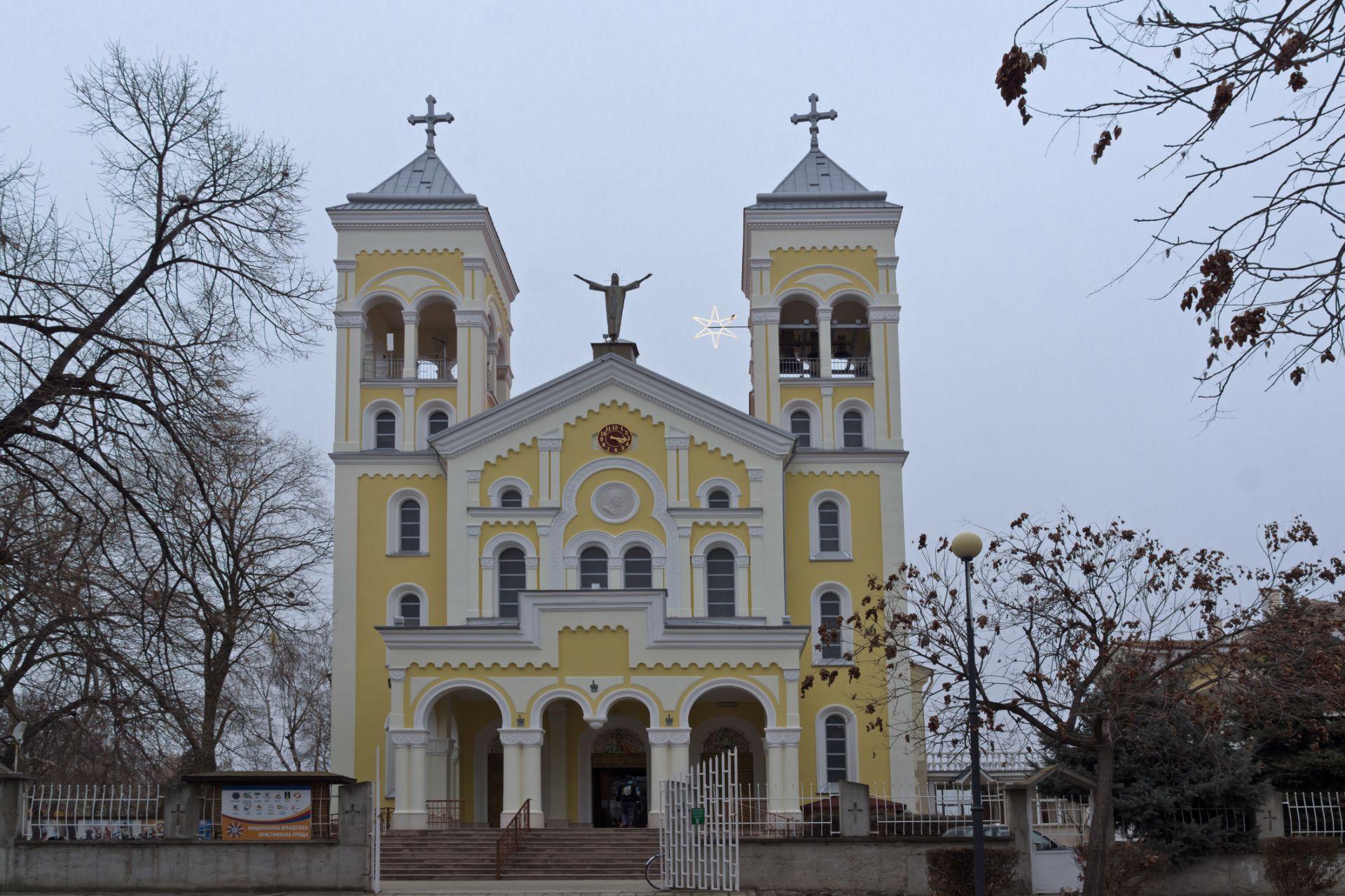 """Църквата """"Пресвето сърце Исусово"""" в Раковски"""
