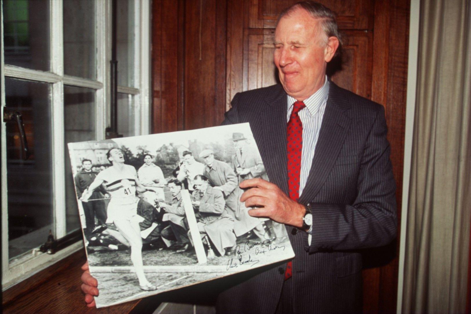 Сър Роджър Банистър с прочутата снимка, която е запечатала един от великите моменти в спорта