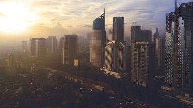 Джакарта ще строи гигантска стена, за да не потъне в океана