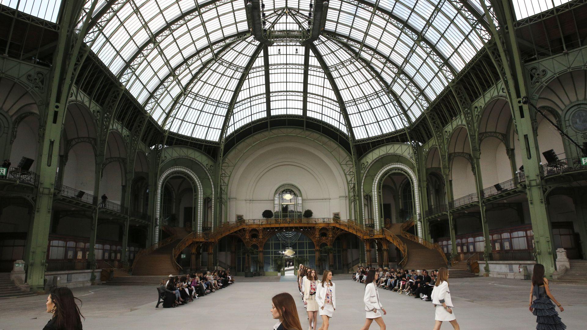 """""""Шанел"""" представи новата си круизна колекция в Гранд Пале (снимки)"""