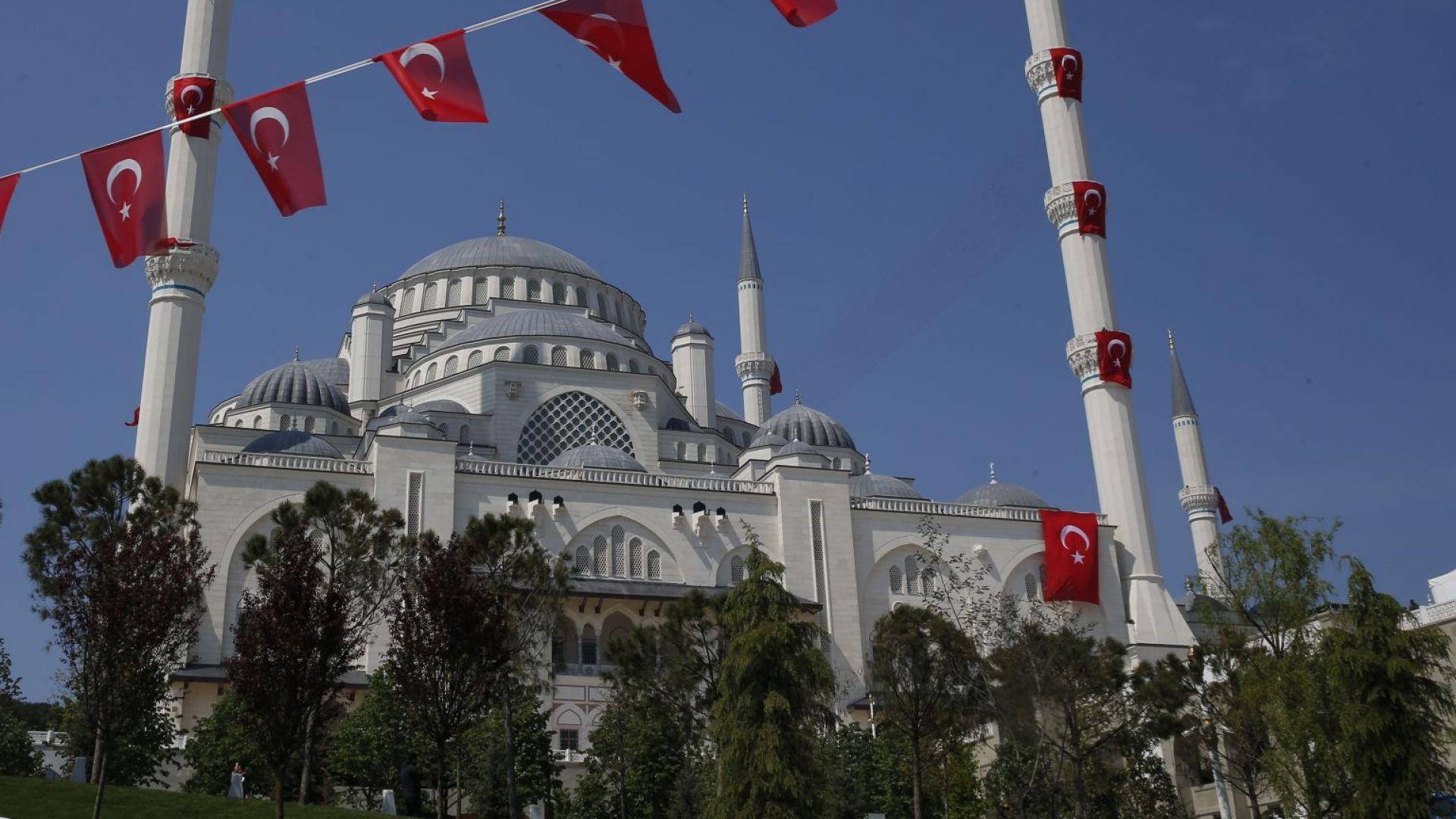 Ердоган откри най-голямата джамия в Турция (снимки)