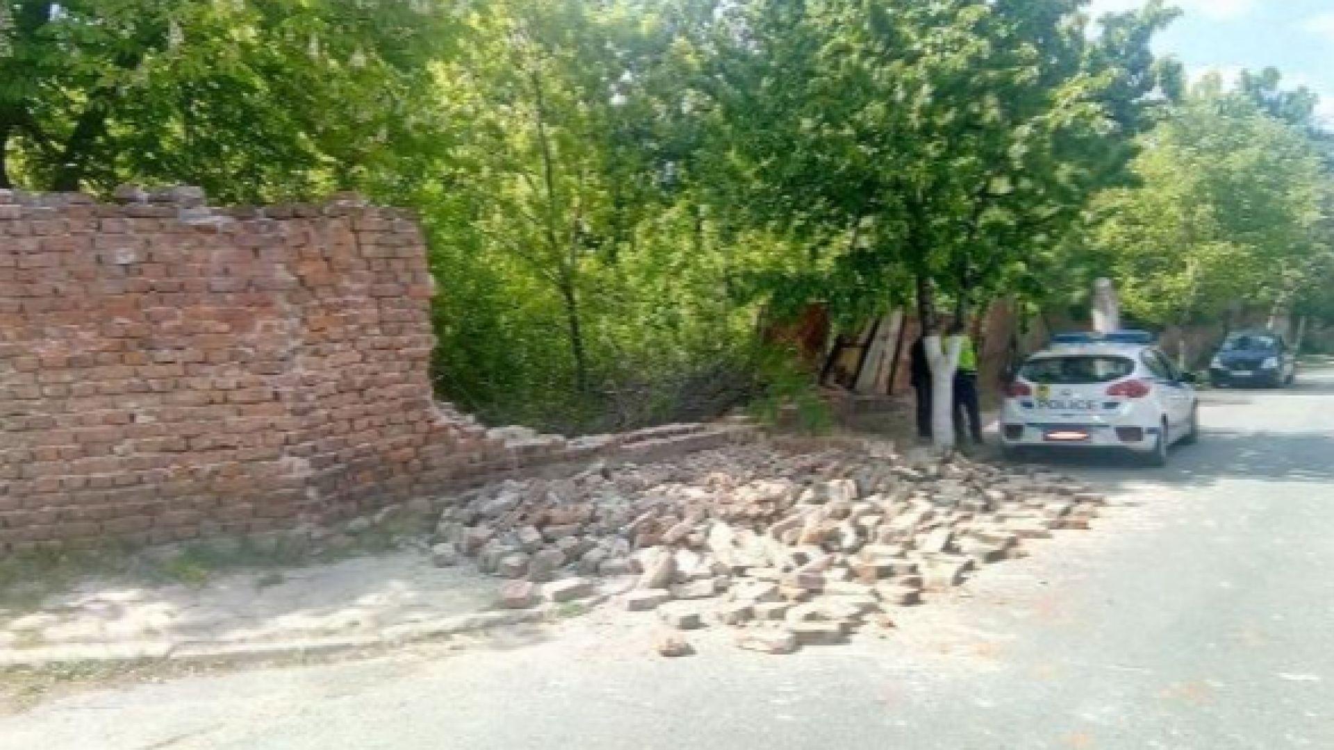 За трети път пада част от оградата на бившите казарми в Кюстендил
