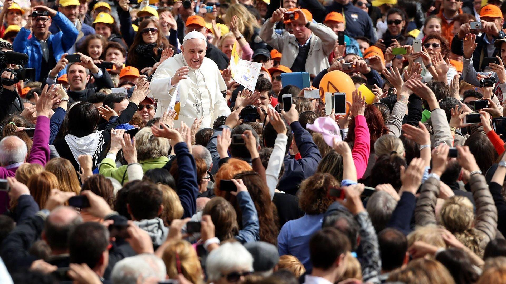 Папа Франциск пристига на тридневно апостолическо пътуване в България. Днес