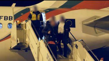 Докараха Ветко Арабаджиев в България, полетът му закъсня с час (видео)