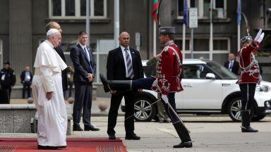 Президентът посрещна папа Франциск