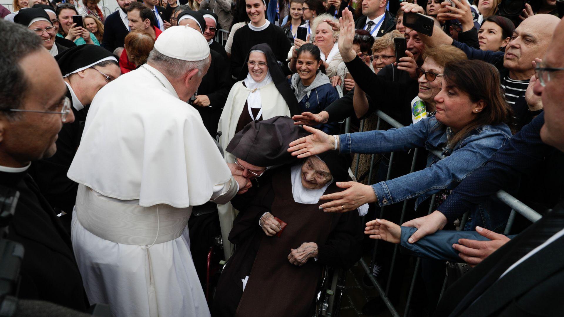 Папа Франциск ще даде първо причастие за 250 деца и ще отправи послание към света