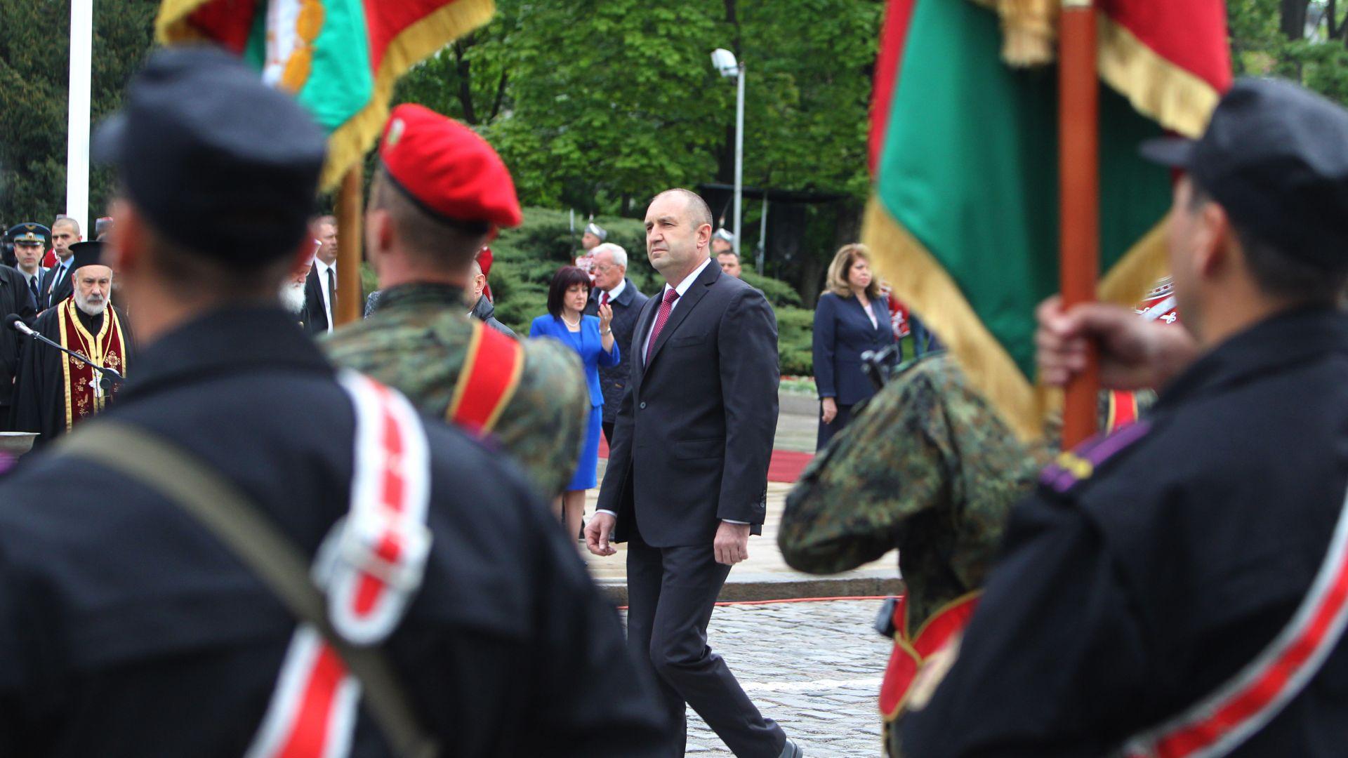 Благословиха бойните знамена на Българската армия
