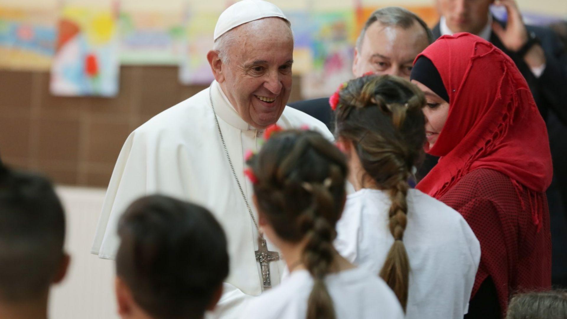 Папата промени църковен закон и разреши на жените да участват в литургии
