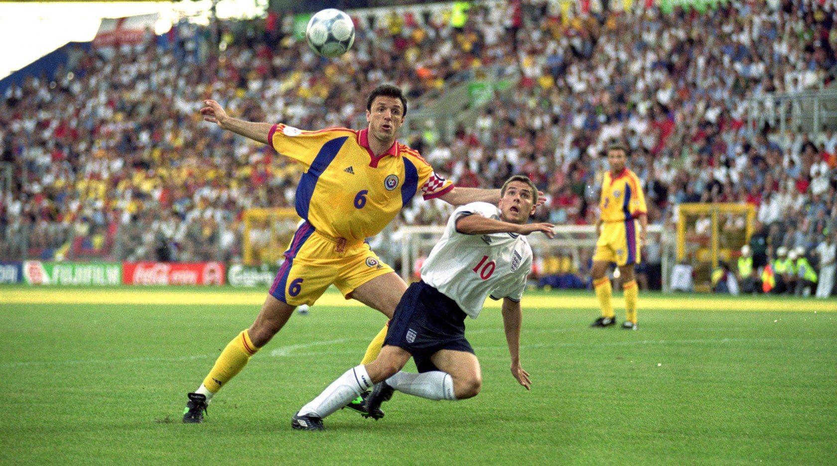 Георге Попеску - румънската легенда започна чуждестранната си кариера в ПСВ в началото на 90-те години на миналия век по искане на Сър Боби Робсън. Добрите му игри му донесоха трансфер в Тотнъм, а в последствие и такъв в Барселона срещу 3 милиона британски лири. Стана капитан на каталуните и спомогна за спечелването на Купата на Краля, а в последствие и за КНК във втория му сезон.