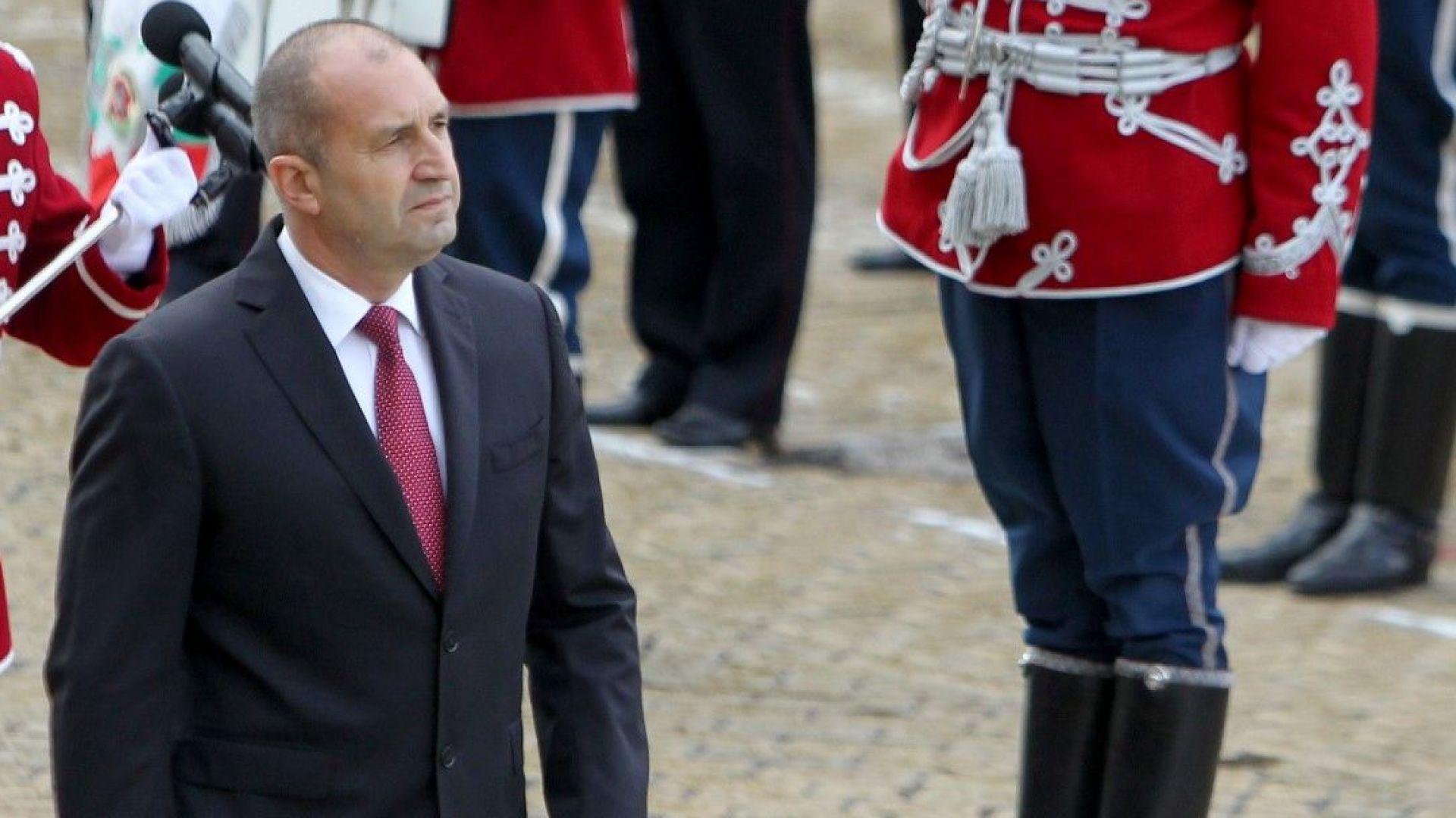 Президентът призова генералитета да не мълчи пред политиците
