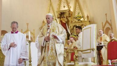 За мигрантите и трудностите с БПЦ: Как Германия видя папа Франциск в България