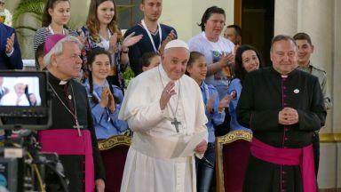 Франциск към католиците в Раковски: И да се карате, и да хвърчат чинии, не завършвайте с война