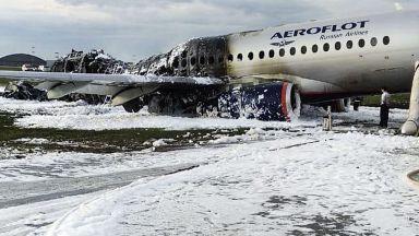 Пилотът на катастрофиралия в Москва самолет заяви, че заради мълния са загубили радиовръзка