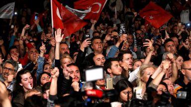 След анулирания вот за кмет на Истанбул: удари по тенджери и остра реакция на ЕС