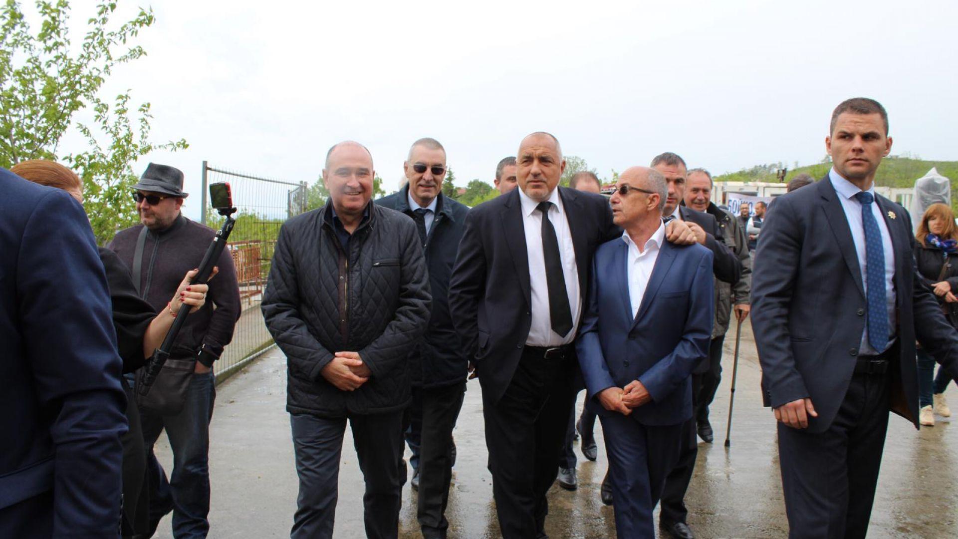 Премиерът отпуска 27 млн. лв. за болницата в Ямбол, в която пренасят пациенти на ръце
