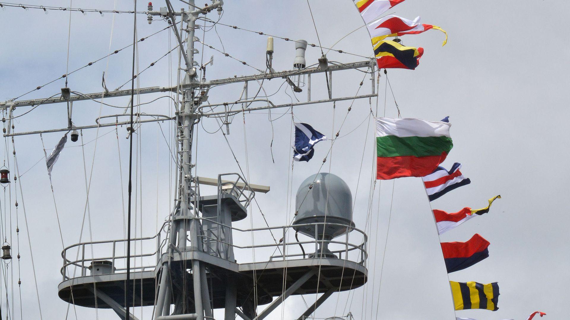 Два турски военни кораба акостираха на морска гара Варна. Вижте