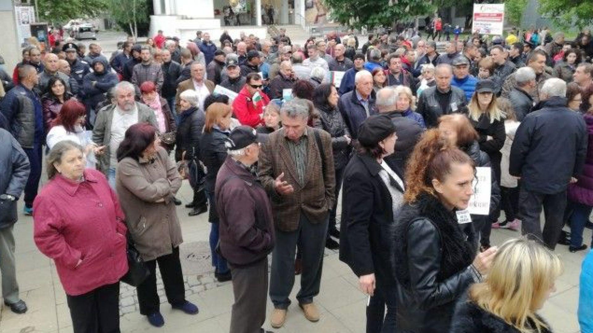 Протест в Благоевград в подкрепа на полицаите, осъдени заради Чората