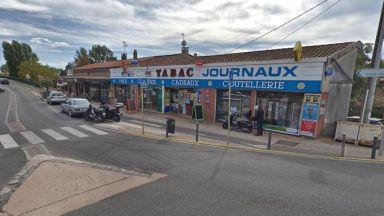 Въоръжен мъж е взел петима заложници  в магазин за тютюневи изделия във Франция