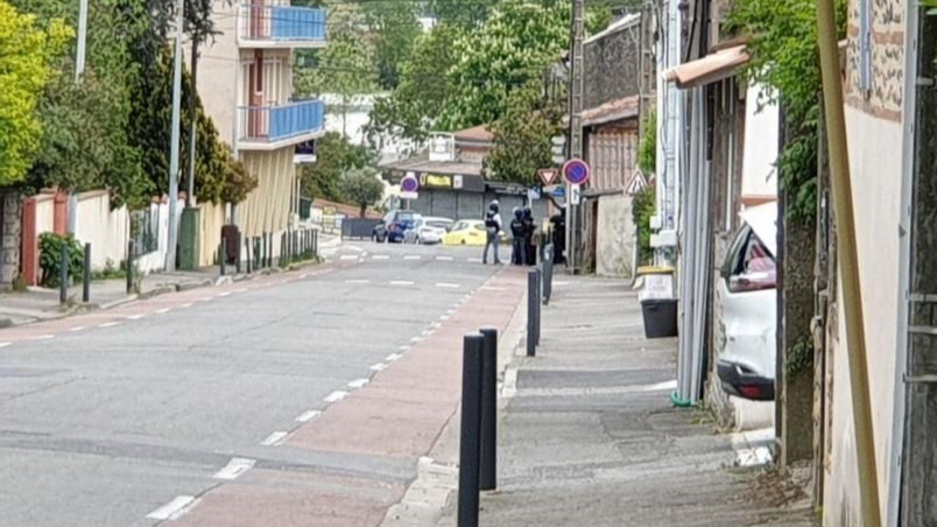 Заложниците, задържани от въоръжен младеж в магазин край Тулуза, бяха освободени
