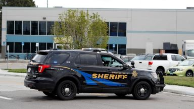 Двама ученици откриха огън в училище в щата Колорадо, убиха един и  раниха седем души