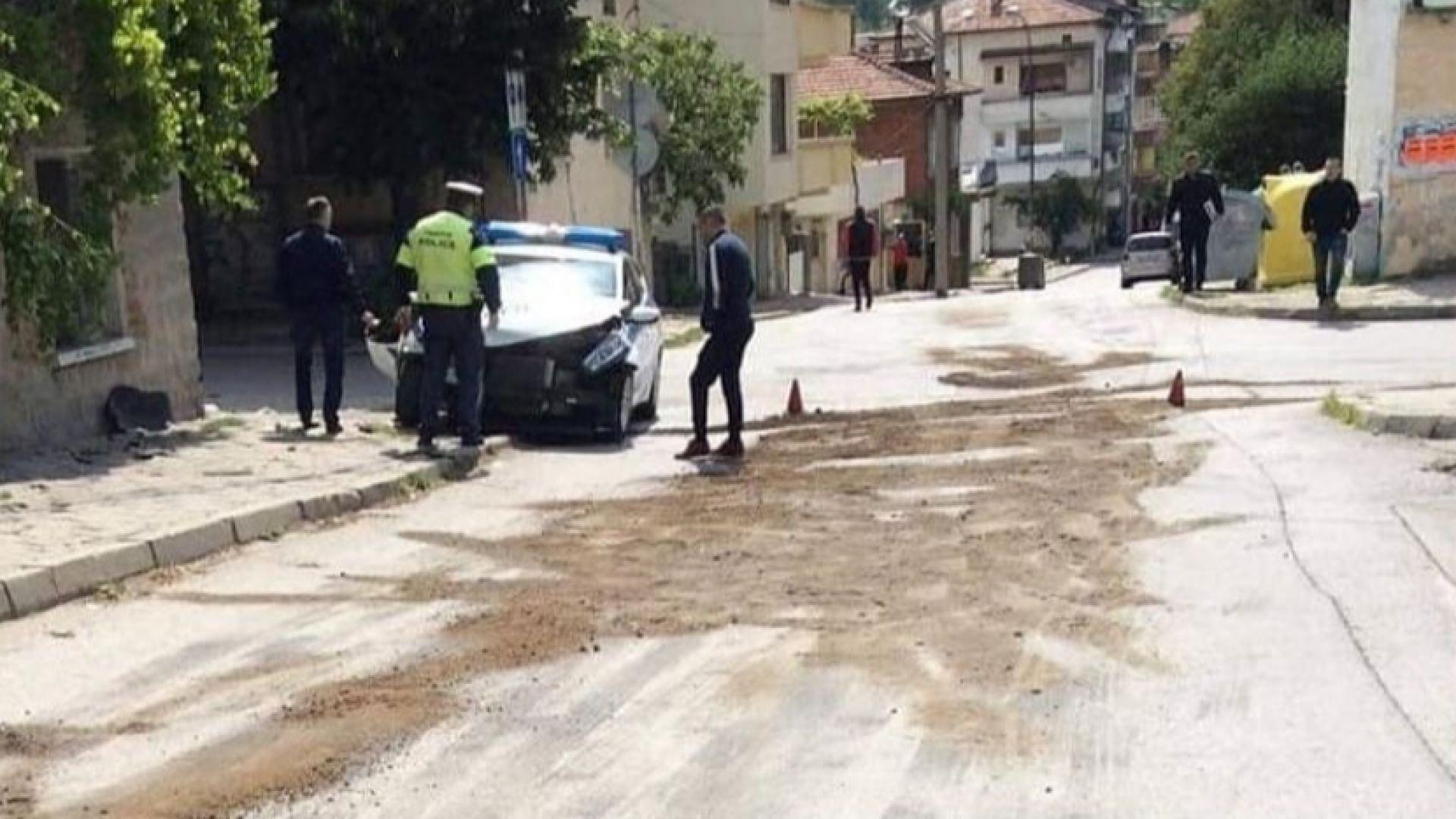 Зъболекар с Мерцедес отнесе патрулка и рани двама полицаи в Сандански