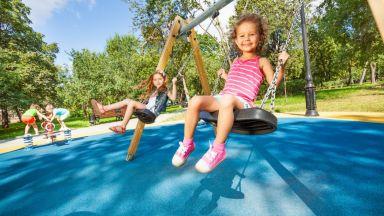 Децата имат нужда от люлки и въртележки, за да бъдат здрави