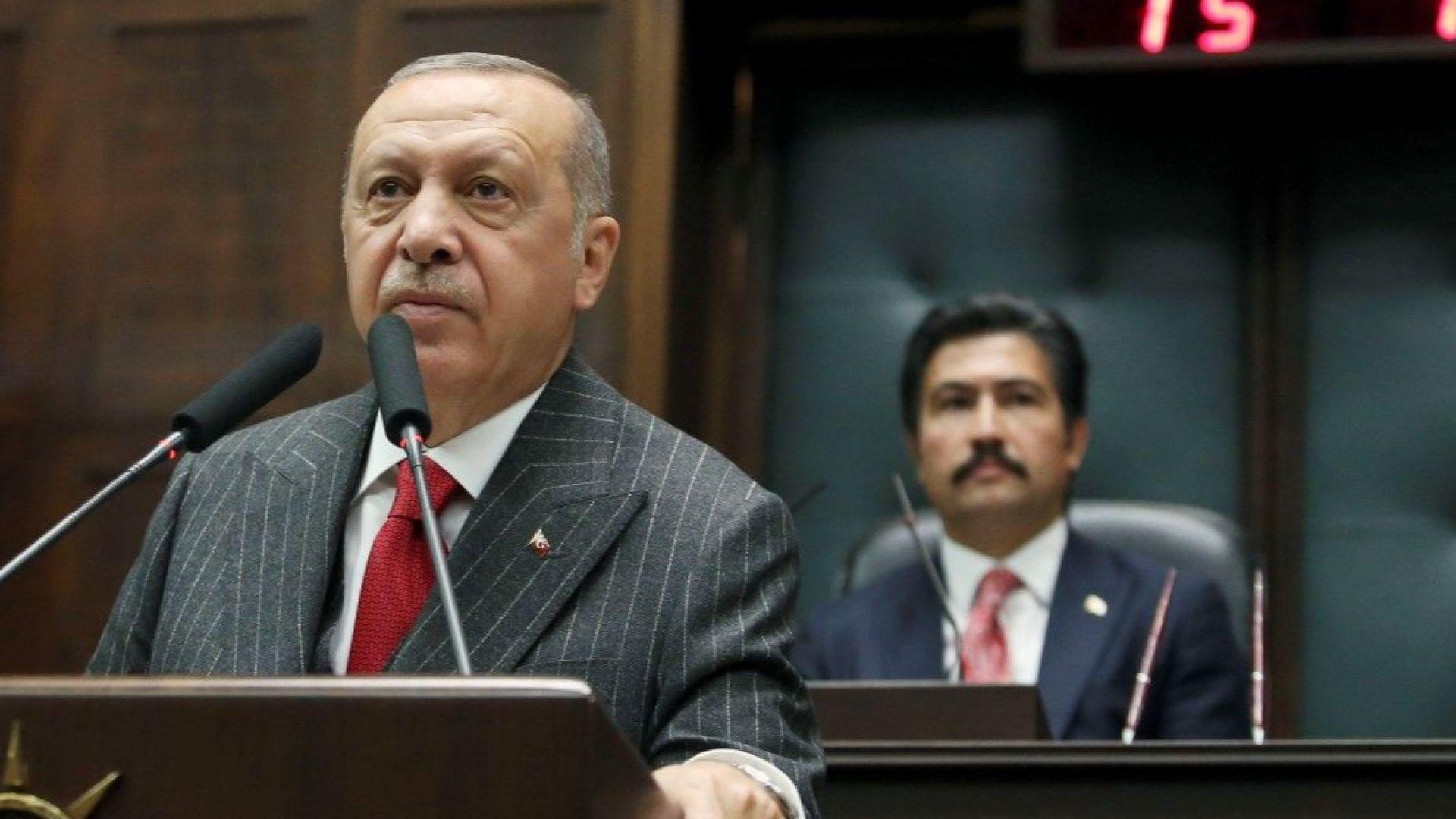 Турската лира отслабна, след като Ердоган смени управителя на централната банка