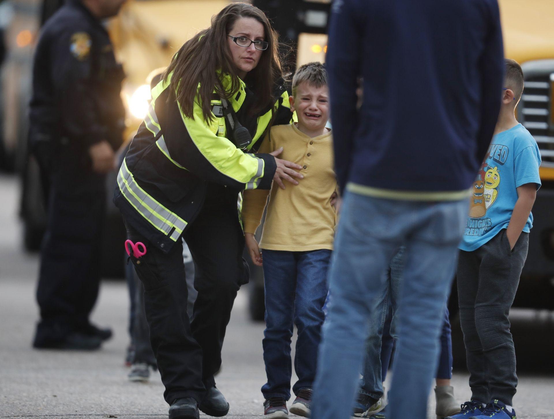 Евакуирането на децата от училището
