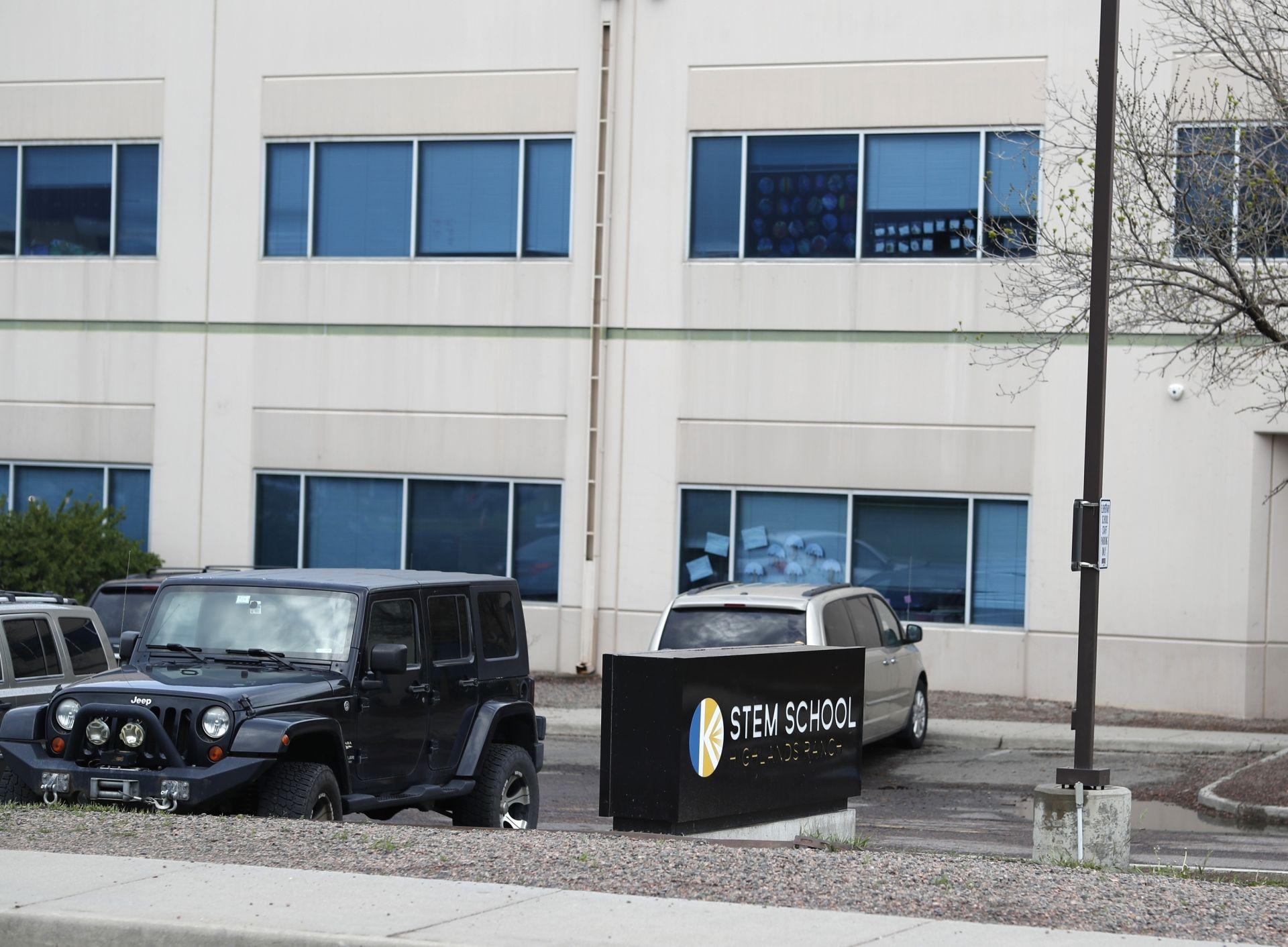 След стрелбата в училището в Колорадо