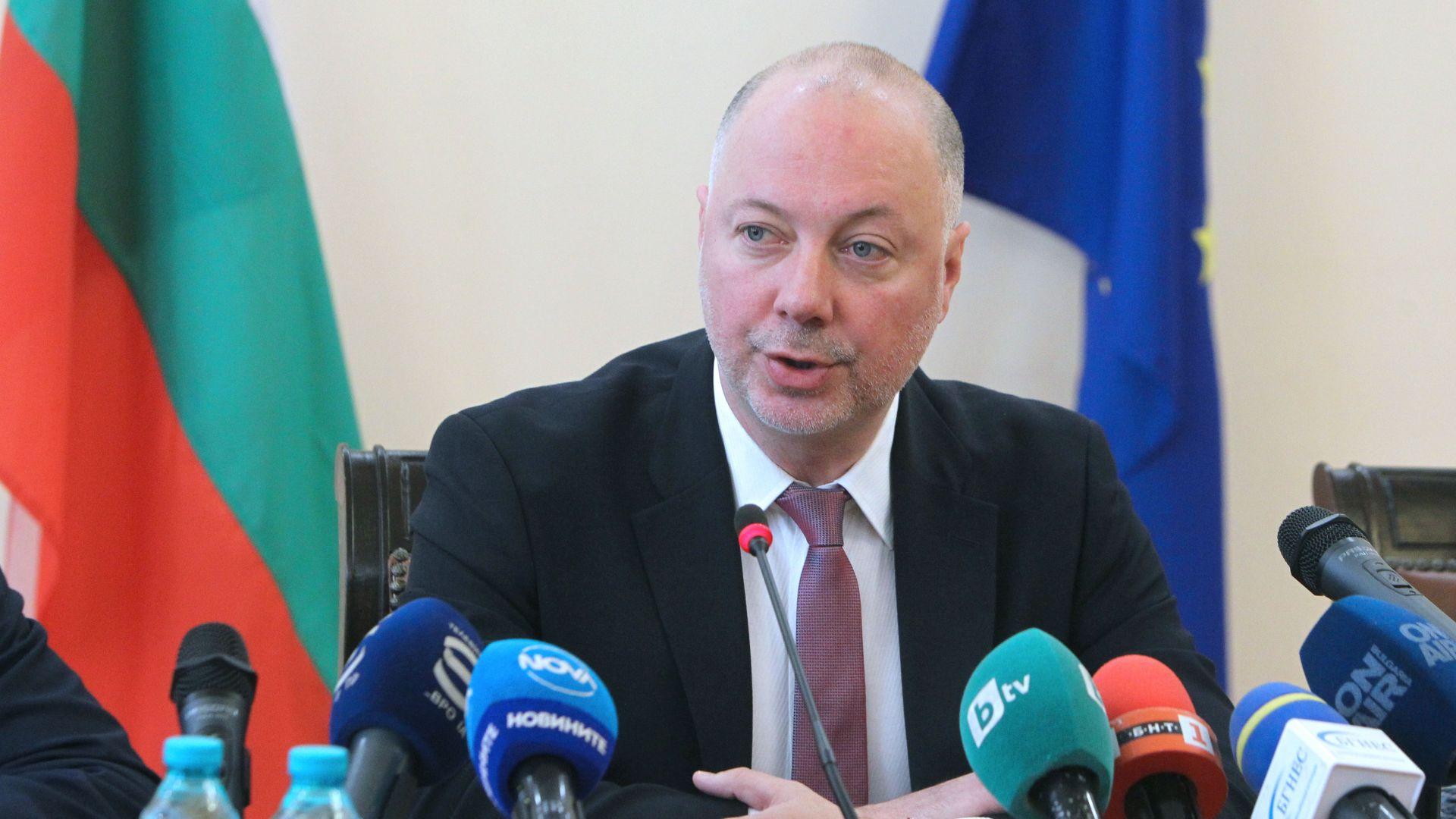 Росен Желязков: Пощенски станции няма да бъдат закривани