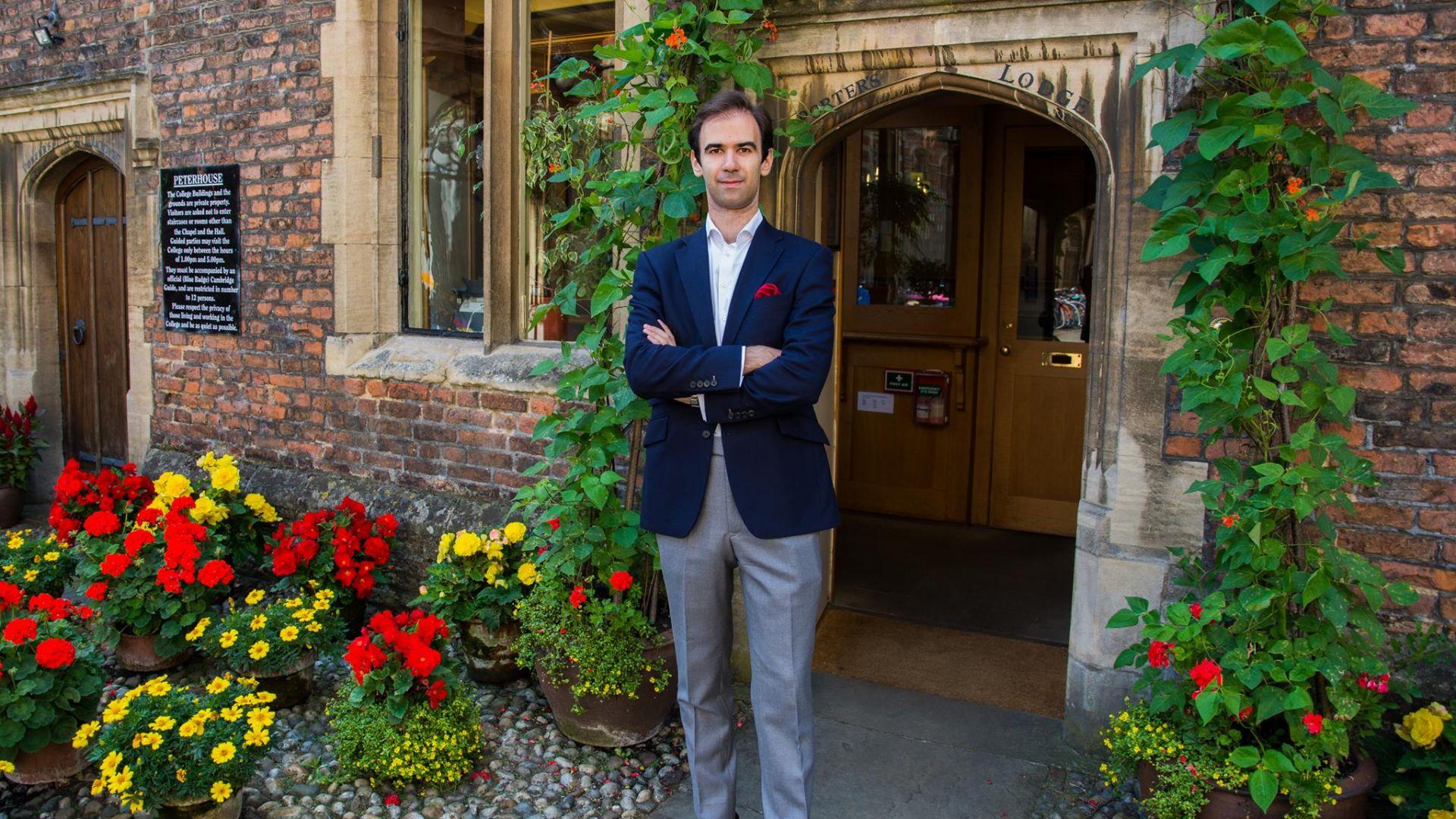 За разговорите с Хокинг, за Вселената и за Бог: Най-младият лектор в Кеймбридж пред Dir.bg